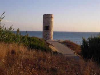 un lieu Martin 6 avril trouvé par Ajonc 350px-Torre_del_Puerco_Chiclana