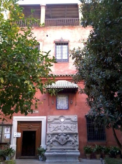 Archivo:Patio casa rectoral Basílica Angustias Granada.jpg