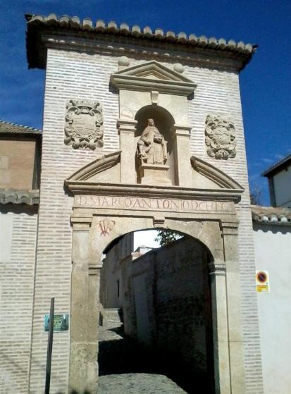Archivo:Portada ext. monast. Sta. Isabel Granada.jpg
