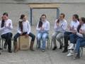 Alumnas dedicandole una cancion a una profesora.jpg