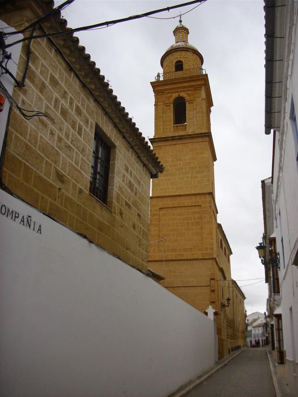 http://archivos.wikanda.es/sevillapedia/Osuna_calle_Compa%C3%B1%C3%ADa_igl._San_Carlos.jpg