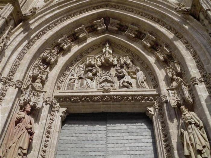 Archivo:Catedral puerta nacimiento.jpg
