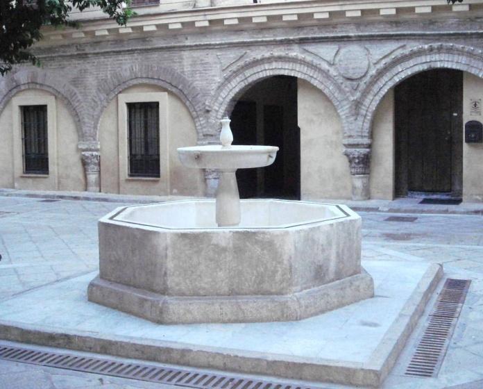 Archivo:Fuente abluciones (Salvador, Sevilla).jpg