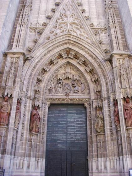 Archivo:Puerta nacimiento catedral.jpg